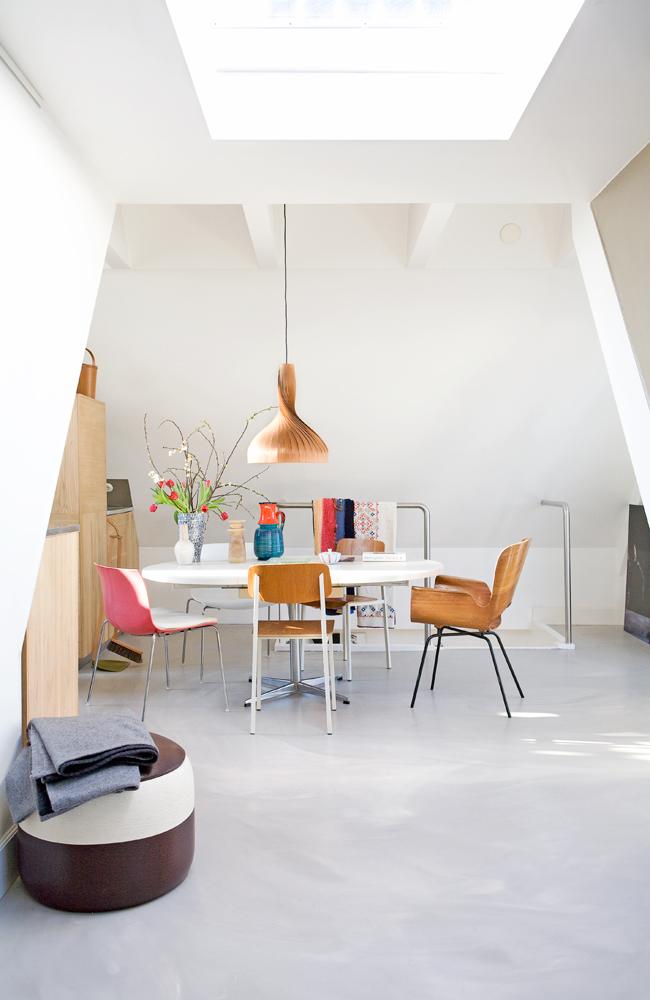 Sillas de colores para el comedor decoratualma for Comedor 10 sillas