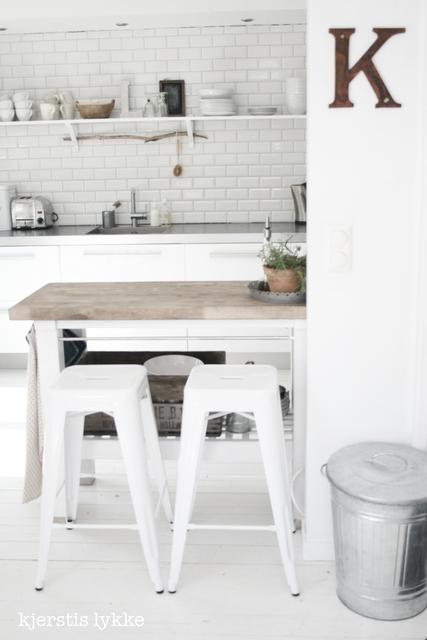 En casa de una blogger noruega decoratualma for Barras de cocina ikea