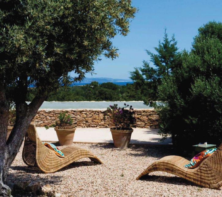 Revista interiores junio 2011 decoratualma - Tumbonas jardin ikea ...