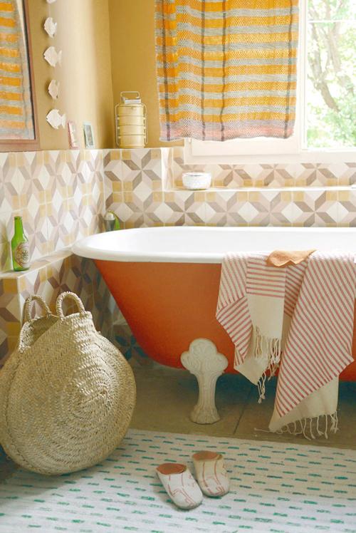 Cuartos De Baño Con Zocalo:Orange Clawfoot Tub