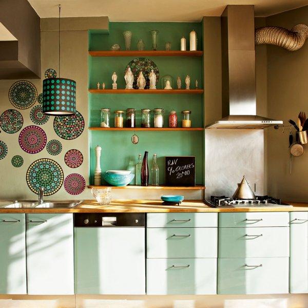 15 cocinas con estantes decoratualma for Repisas rusticas para cocina