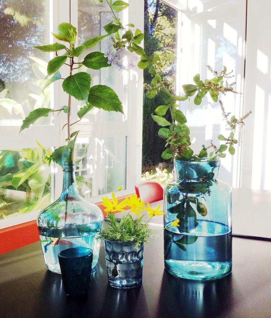 Decorar con botellas y frascos de cristal decoratualma - Decorar con botellas ...