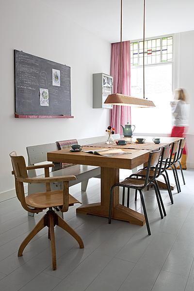 5 comedores de estilo industrial con sillas de escuela for Comedor de escuela