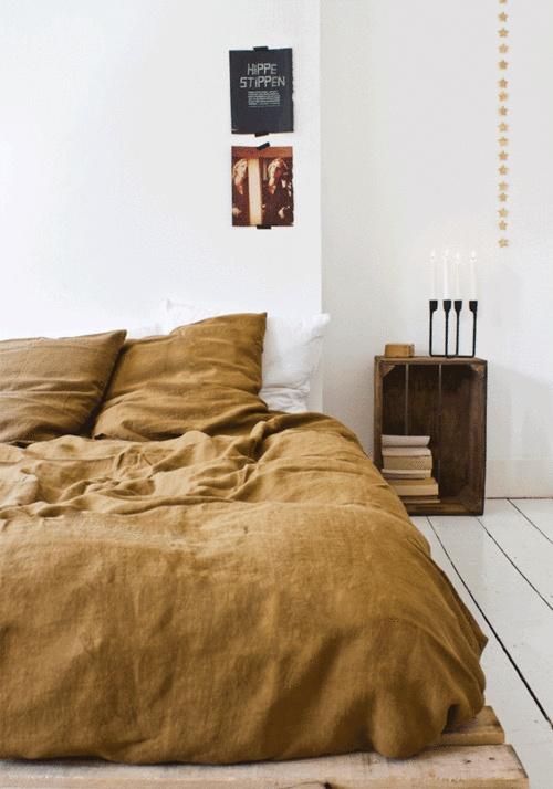 12 dormitorios para pasar la noche en blanco decoratualma for Color tostado pared