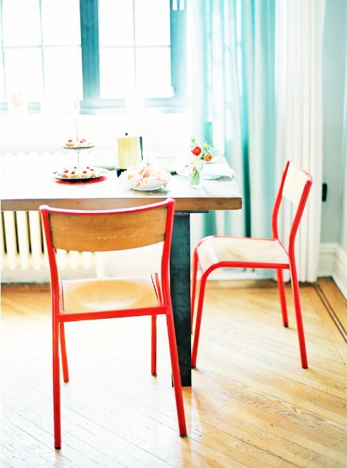Las sillas escolares saltan a nuestras casas decoratualma for Sillas escolares