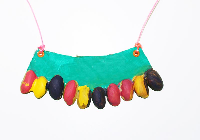 DIY collar de pistachos