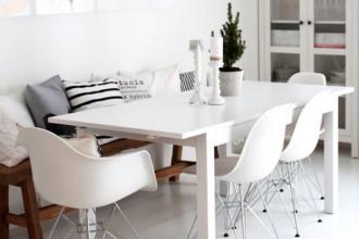 Mesa con sillas DSR y DAR
