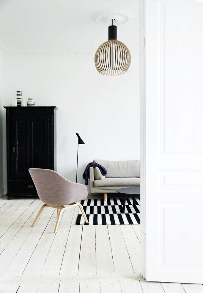 02-silla-de-HAY-alfombra-de-ikea-lampara-de-pie-de-Louis-Poulsen-y-la-de-techo-de-Secto-Design-bolig-dta