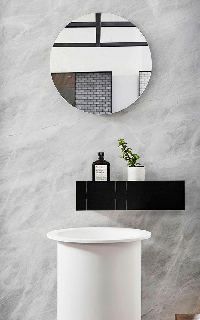 10-cuarto-de-baño-elegante-en-blanco-y-negro-dta