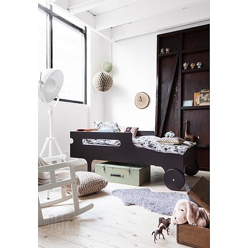 cama coche-alfombra-reloj original- baul-mecedora-luminoso
