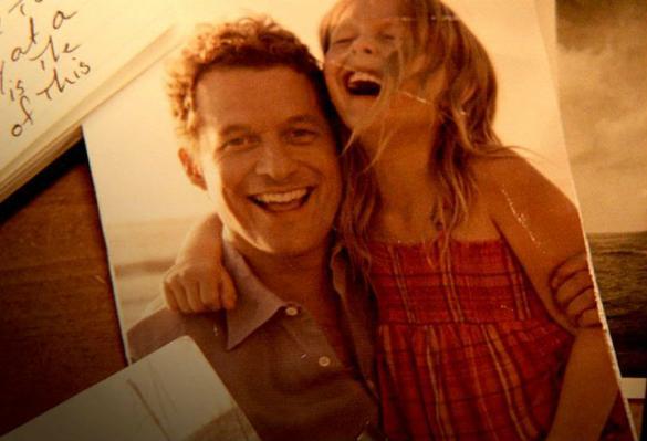 Padre y su hija riendo plasmado en la fotografía