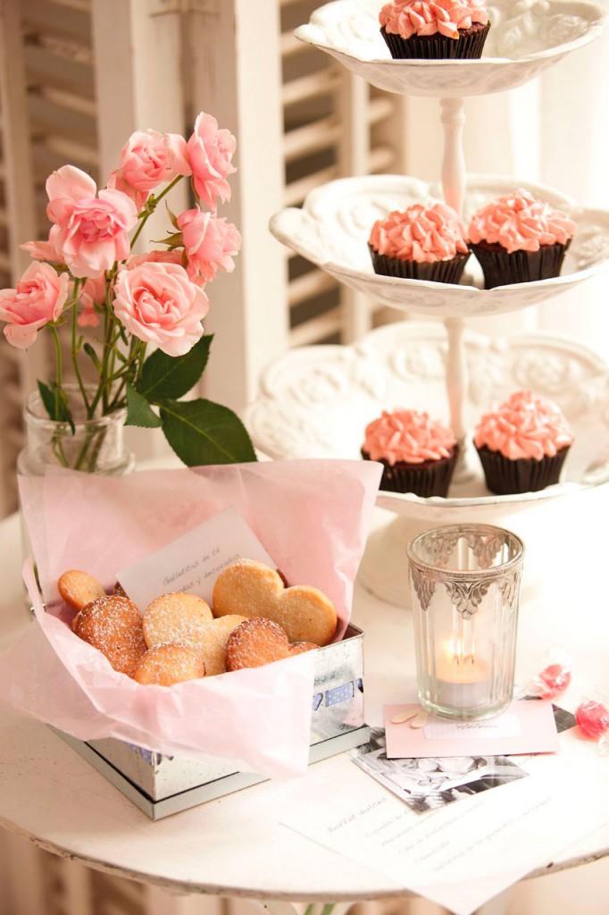 06-mesa_auxiliar_con_cupcakes_y_galletas_decoratualma