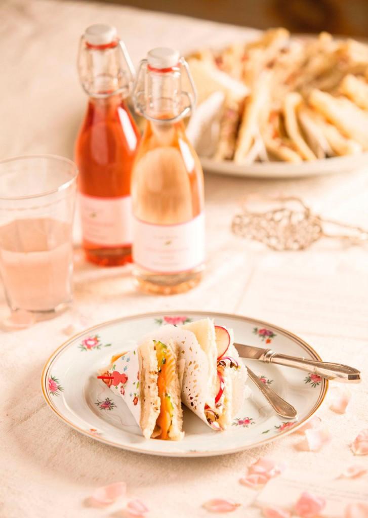 08-sandwiches_de_salmon_y_de_ricotta_y_rabanitos_decoratualma