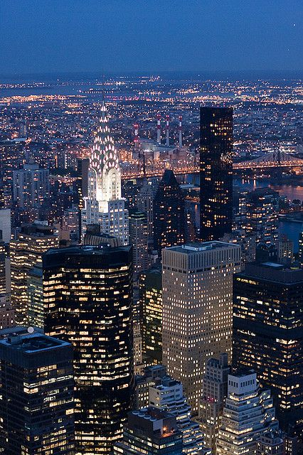 rascacielos, luces,millones de personas, noche