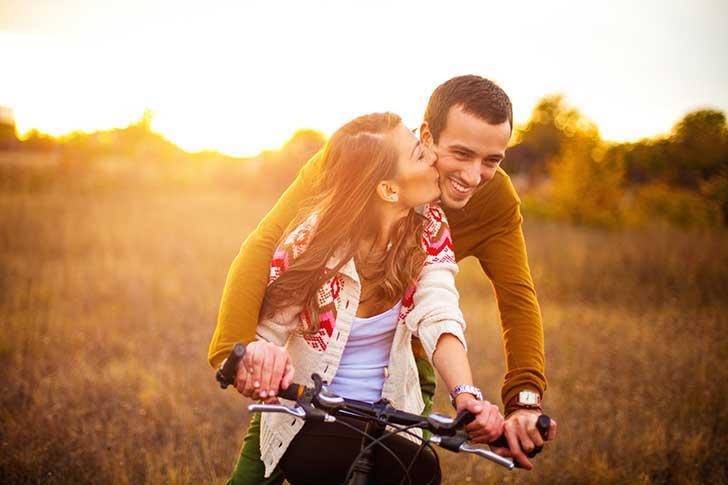 beso en la bicicleta