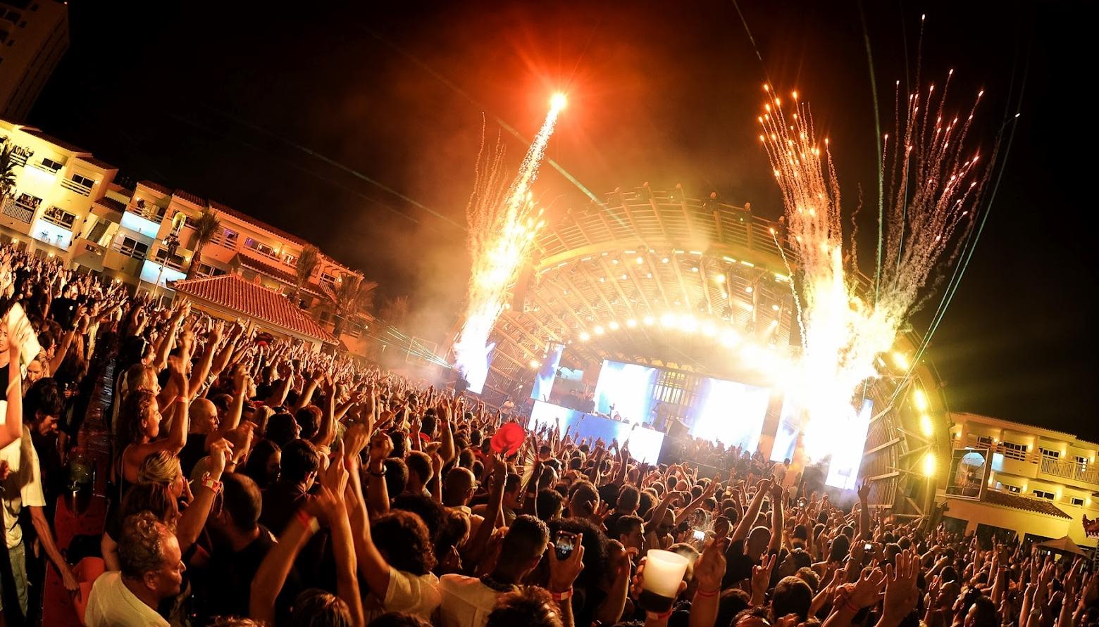 personas,música,concierto,bailar,cantar,ambiente