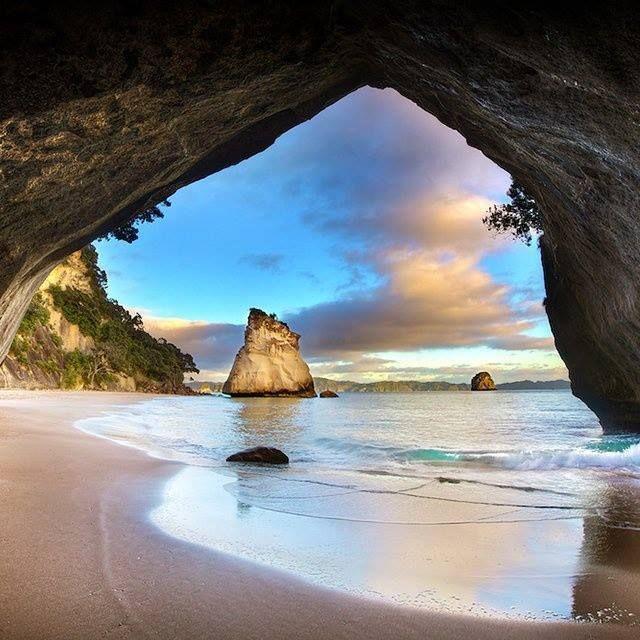 playa,isla,cueva,mar,islote,arena,agua
