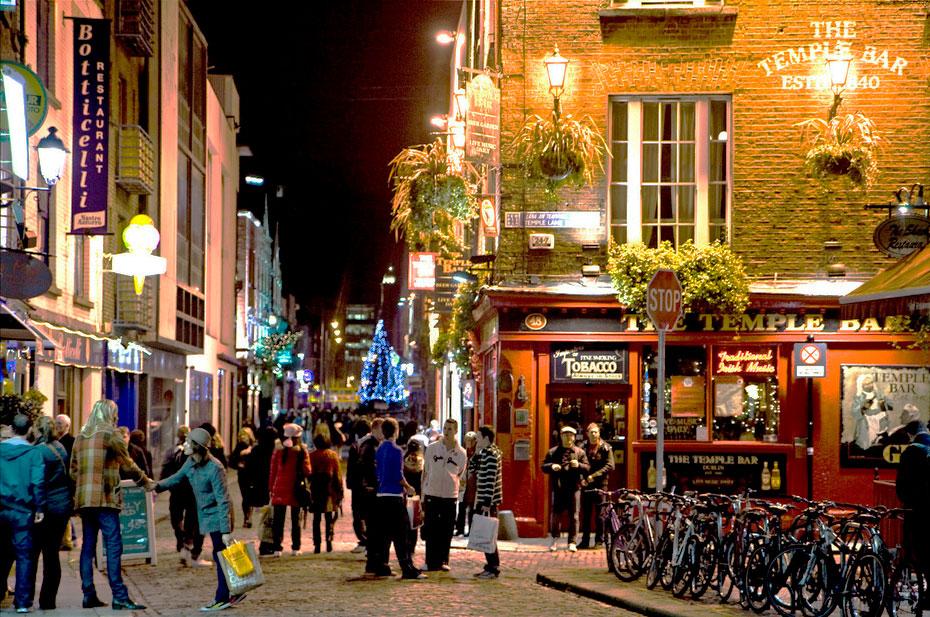 calle,personas,bar,bicis,rojo,ambiente