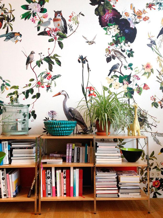 papel-de-pared-con-flores-y-animales-exoticos-elisa-beltran-para-decoratualma