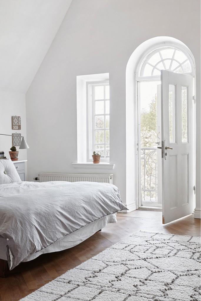 10-dormitorio-estilo-clasico-en-blanco-por-elisa-beltran-para-decoratualma