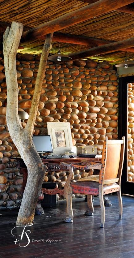 pared,piedra,escritorio,silla,arbol