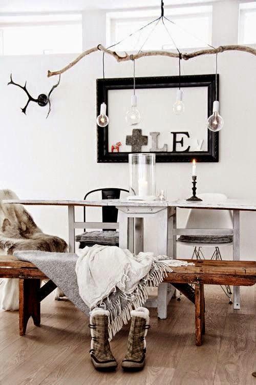comedor,banco de madera,luces,troncos,ramas,velas,espejo