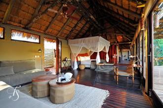 dormitorio,habitación,parket,madera,cama con velo
