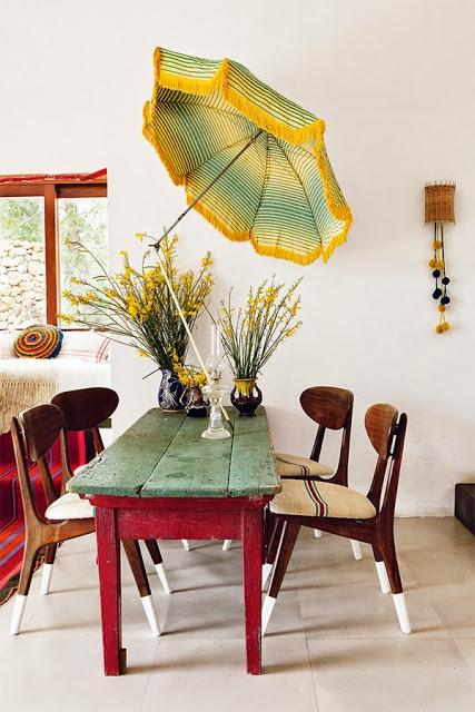 comedor,mesa,madera,rojo,verde,sombrilla