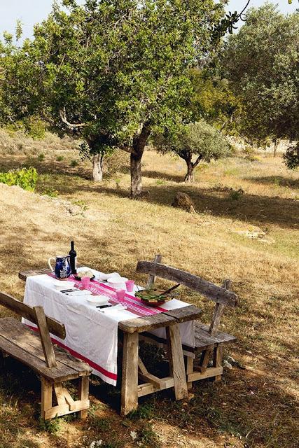 mesa,madera,mantel,comida,