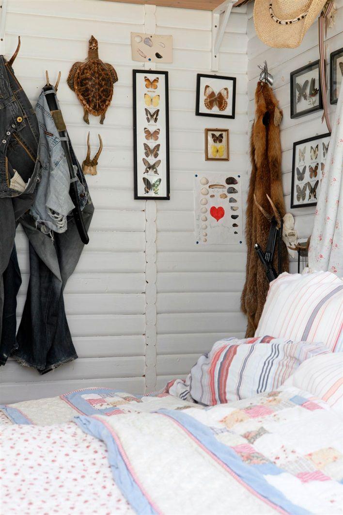 7 cama detalle rincon con prints mariposas