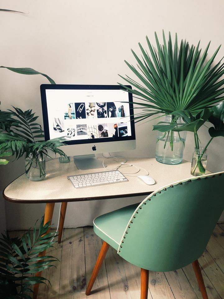 Espacio de trabajo con plantas Decoratualma dta despacho oficinal