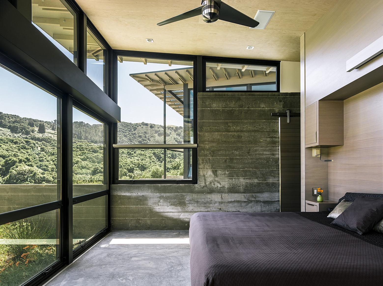 dormitorio,ventanales,cama,