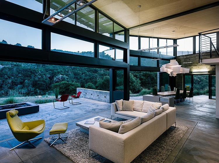 salón,ventanales,sofá,sillas,alfombra