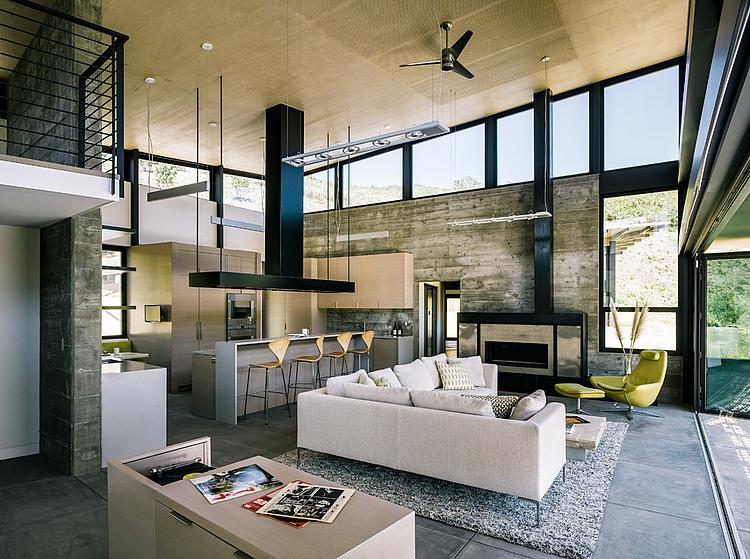 salón, sofá, pared de mármol, barra americana, cocina