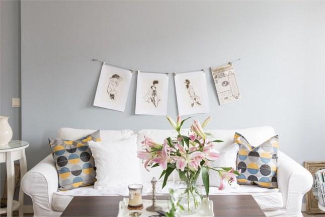 1 frontal sofa con láminas y flores