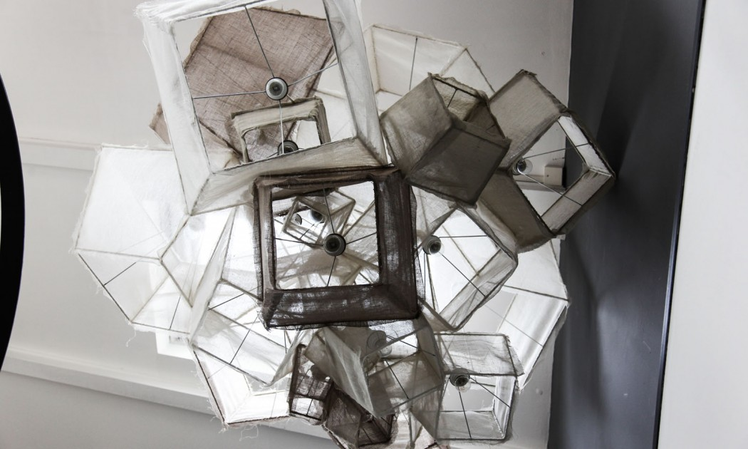 19 lampara escalera desde abajo decoratualma