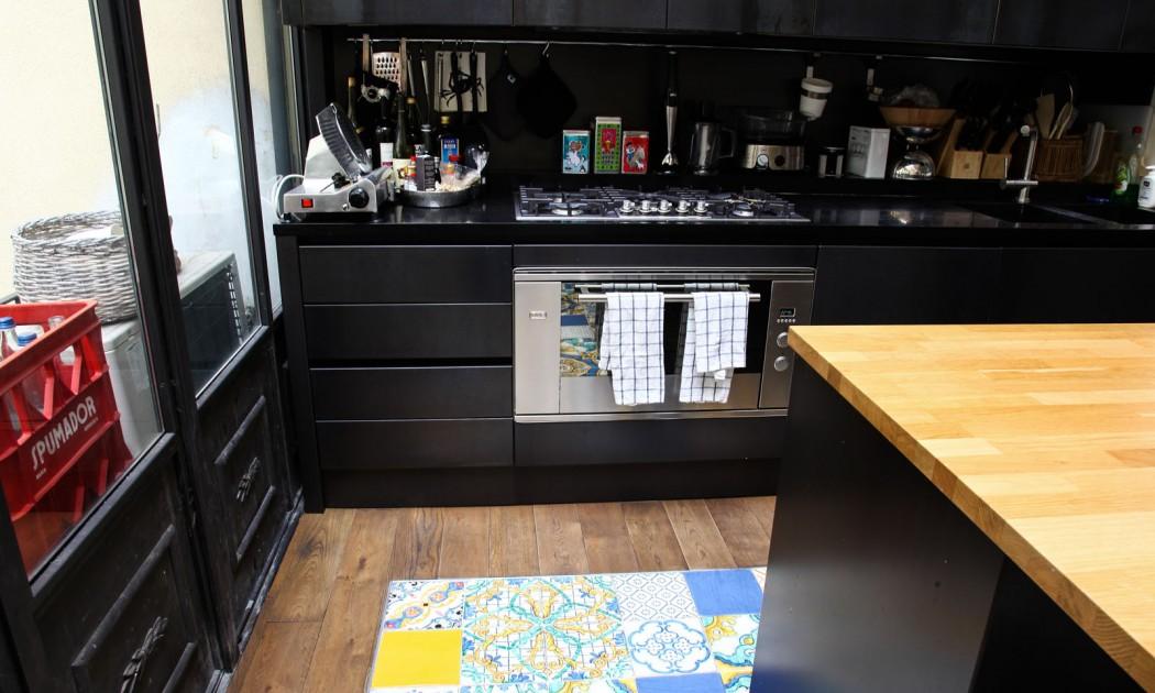 6 cocinas vividas decoratualma negro