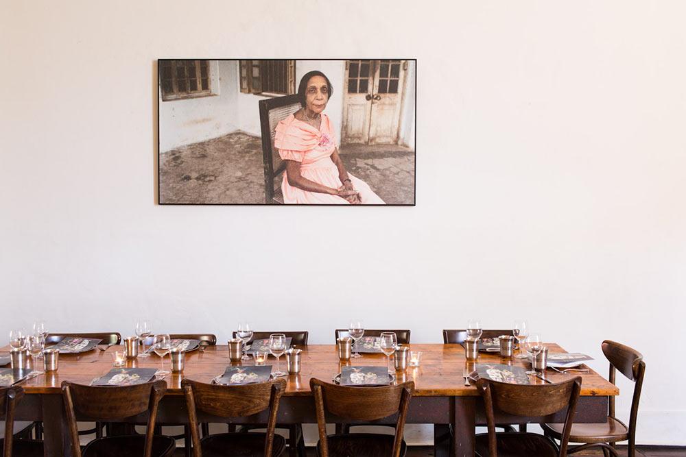 Horn please zona comedor mesa larga con cuadro indio decoratualma dta