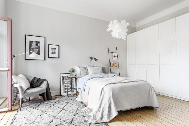 5 dormitorio nordico con escalera decoratualma
