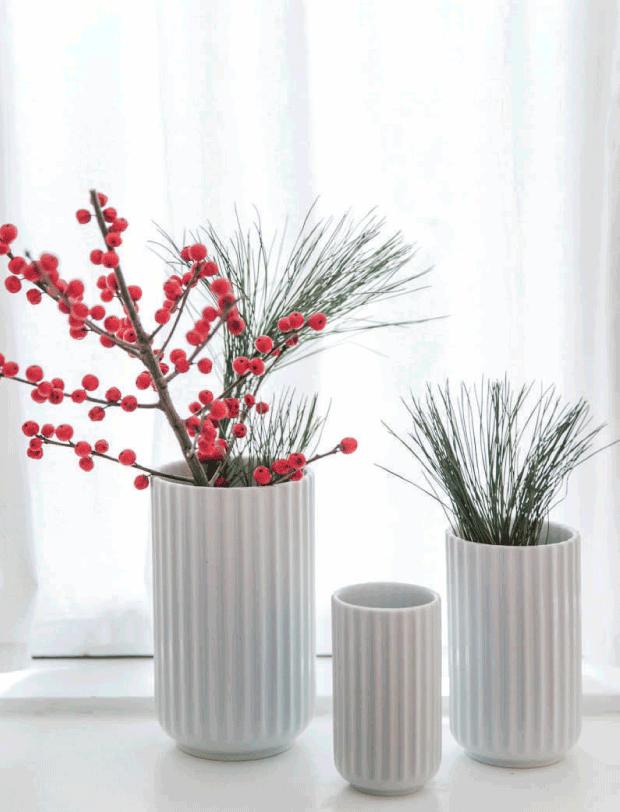 jarrones con ramas navidad decoratualma