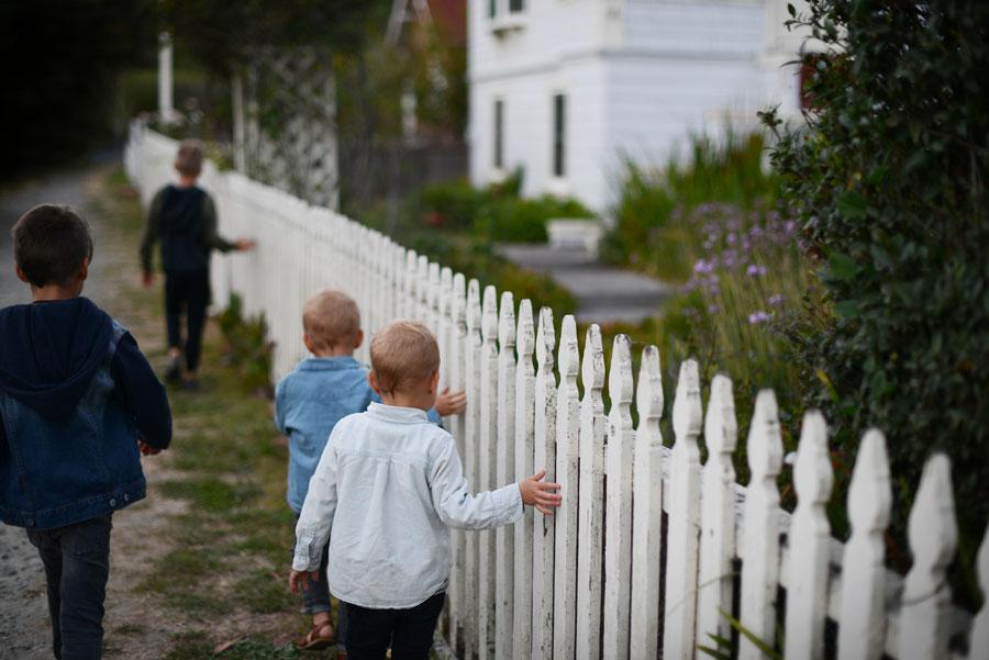 Niños jugando valla decoratualma dta