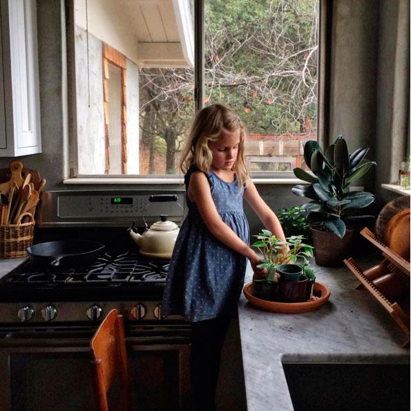 ig-kid-gardening