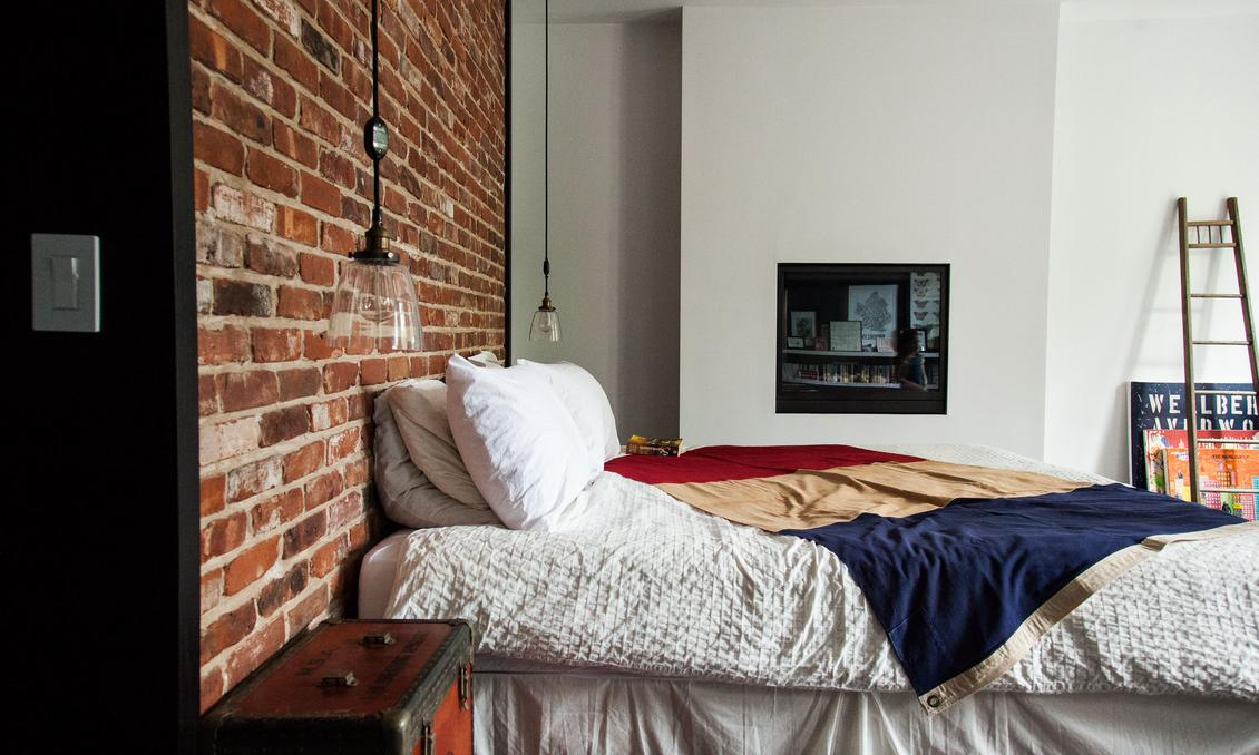 Estilo industrial chic en brooklyn decoratualma - Pared ladrillo visto ...