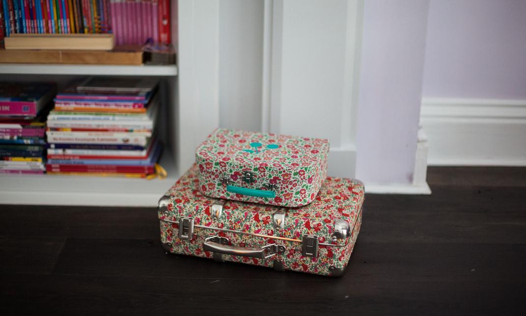 Esquina con maletas decoratualma decoracion