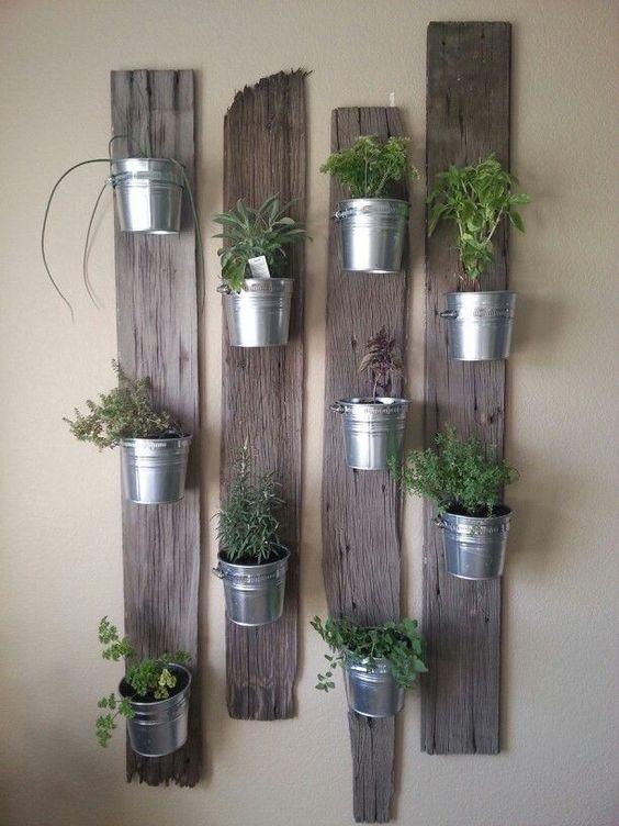Jardin vertical maderas recicladas y maceteros