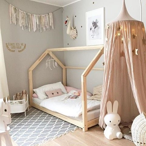 Una cama a su medida decoratualma for Dormitorio rosa y blanco