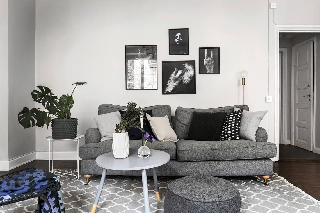 Salones con sofa negro perfect saln con proyector pantalla gris sof y mesa de caf negro with - Salones con sofa negro ...