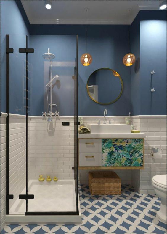 Baño estilo tropical vintage con toques clasicos y plato de ducha