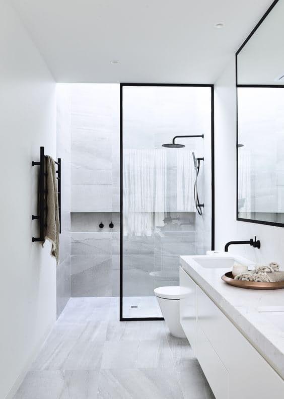 Baño pequeño integrado con plato de ducha