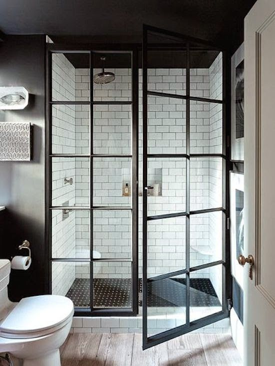 Baño plato ducha con cerramiento mampara estilo industrial